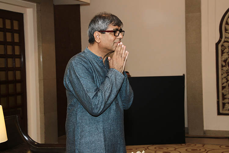 about mahesh dattani Mahesh dattani (indian, film director) was born on 07-08-1958 get more info like birth place, age, birth sign, biography, family, relation & latest news etc.